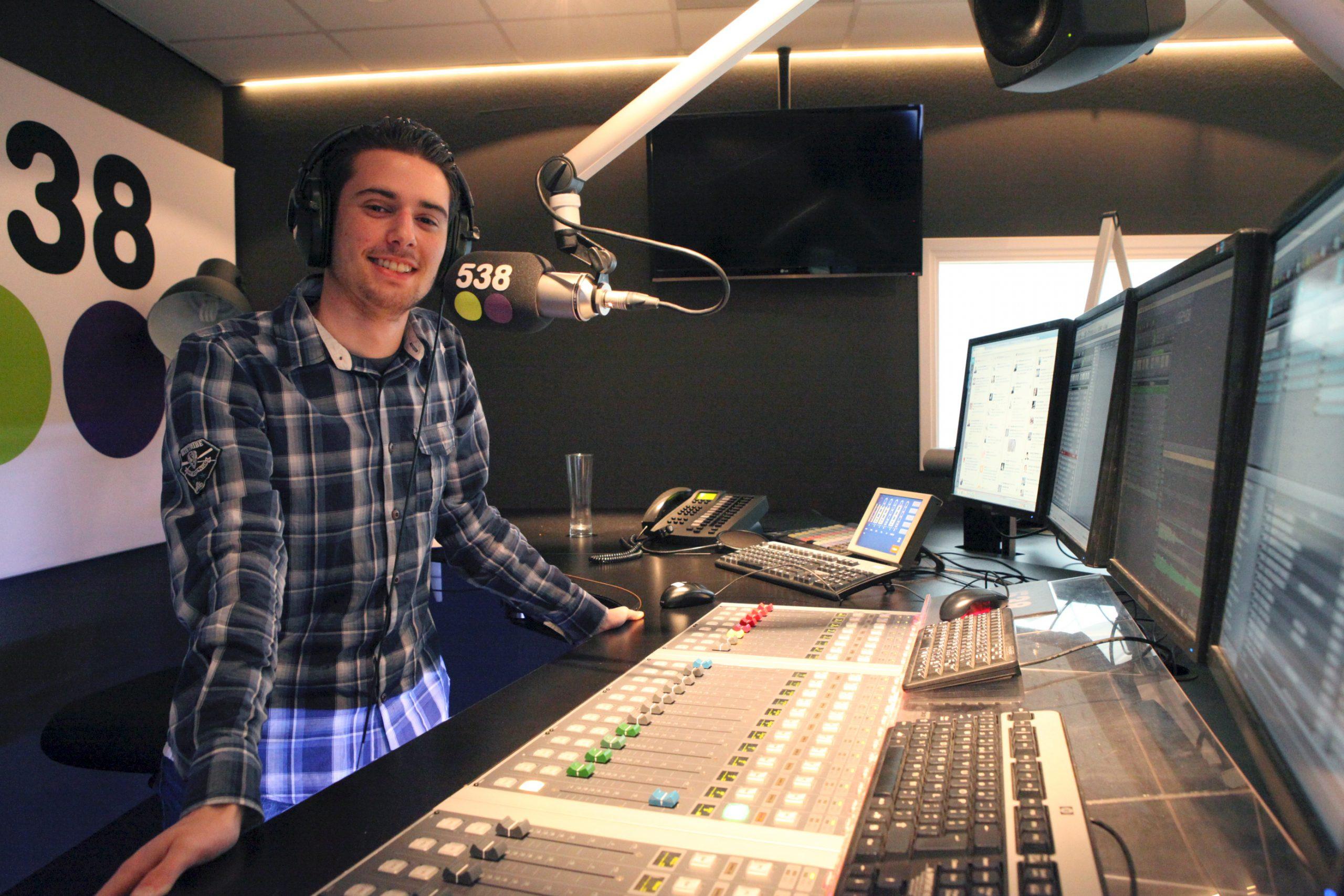 Daan Berg als radio-dj bij 538 Hitzone
